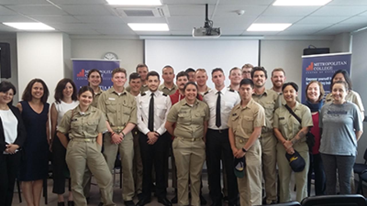 Φοιτητές του California State University Maritime Academy στη Ναυτική Ακαδημία του Μητροπολιτικού