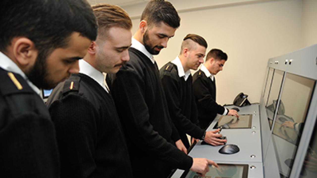 Συμμετοχή πρωτοετών φοιτητών της Ναυτικής Ακαδημίας σε έρευνα για τις ναυτικές σπουδές στην Ελλάδα